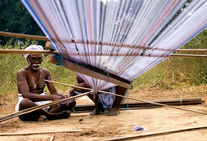 Weaver_in_India