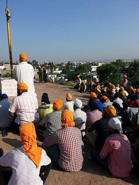 Communal clashes in Hyderabad after Muslims burn Sikh Religious flag