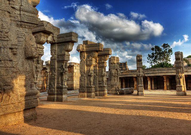 Hanging-Pillars-of-Lepakshi