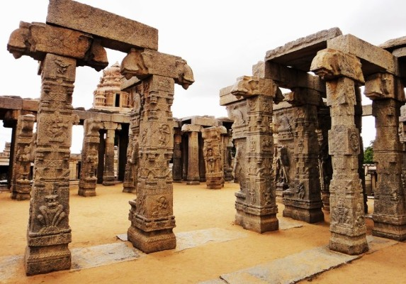 Lepakshi-temple-photos-19-compressor-573x400