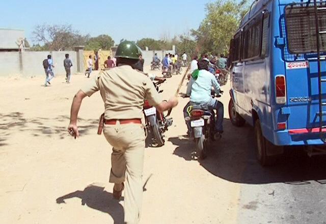 DK Ravi protests