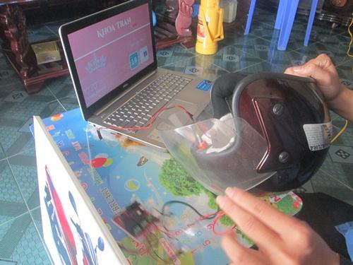 20160325094023-scitech-helmet
