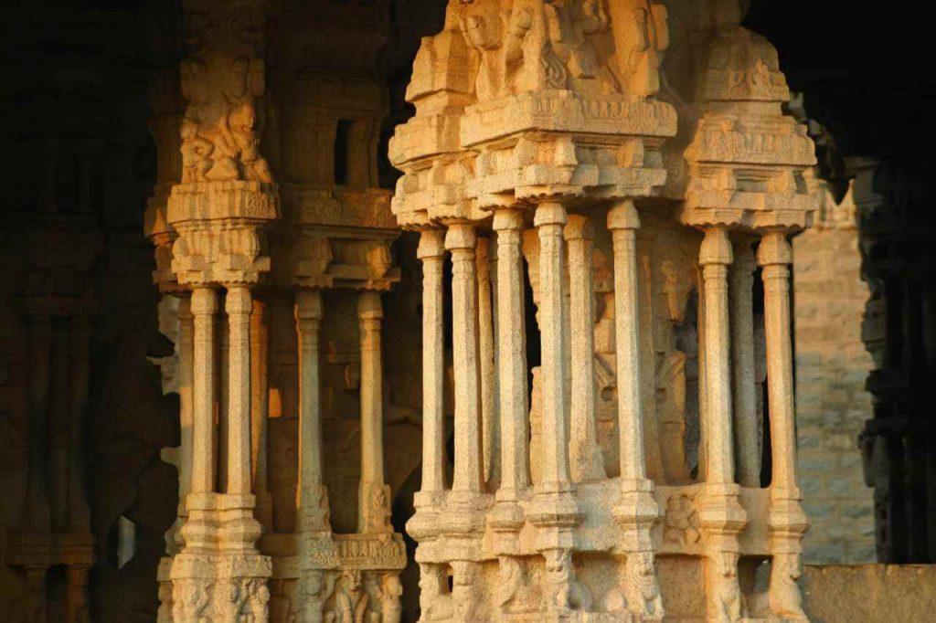 Singing-Pillars-Vijayanagara-hampi