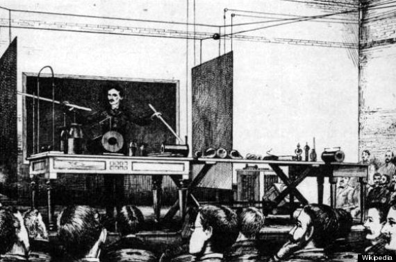 Demonstration of the wireless transmission of power Tesla gave in a 1891 lecture.