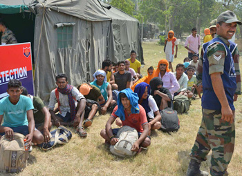 Army personnel check the fitness of aspirants during a recruitment camp in Khasa near Amritsar, Photo: Raman Gill