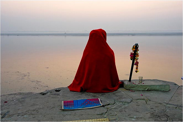 Sadhu-Meditating-on-the-Bank-of-the-Ganges
