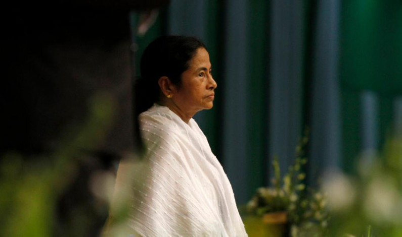 Will Mamata quit to save herself from Saradha ignominy, asks Left