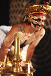As the comic character Vidushaka, the protagonist verbally elaborates different episodes and stories from the epics in Malayalam