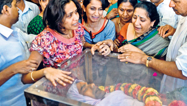 IAS officer's kin threaten suicide; autopsy says no foul play