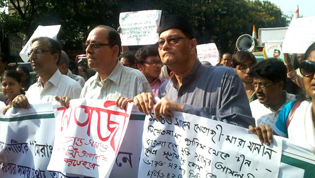 Chandra Bose (wearing a cap) and Avijit Roy (to Bose's left) at a rally. Joydeep Thakur/HT Photo