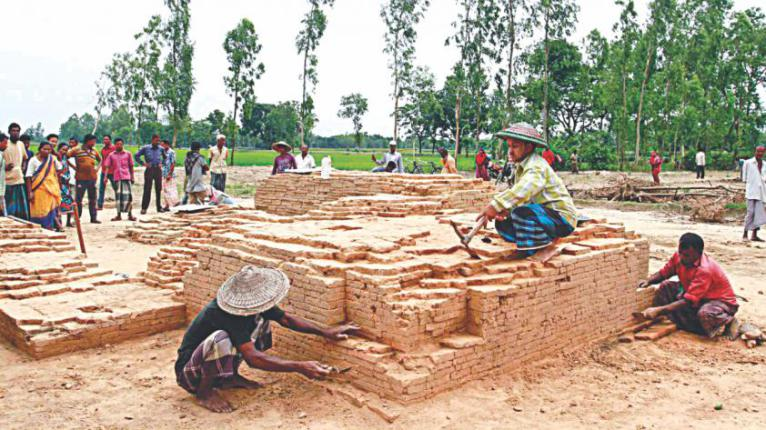 The relics of an 1100-year-old Hindu temple at Maherpur village in Bochaganj upazila, Dinajpur. A team of archaeologists from Jahangirnagar University is now excavating the site. Photo: Kangkan Karmakar – Daily Star, Dhaka.
