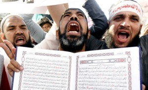 An Islamist Egyptian protester shouts holding a Koran during a protest of hundreds of Salafists gather for the enforcement of Islamic sharia law at Tahrir Square in Cairo November 9, 2012. REUTERS/Mohamed Abd El Ghany (EGYPT - Tags: POLITICS CIVIL UNREST RELIGION TPX IMAGES OF THE DAY)