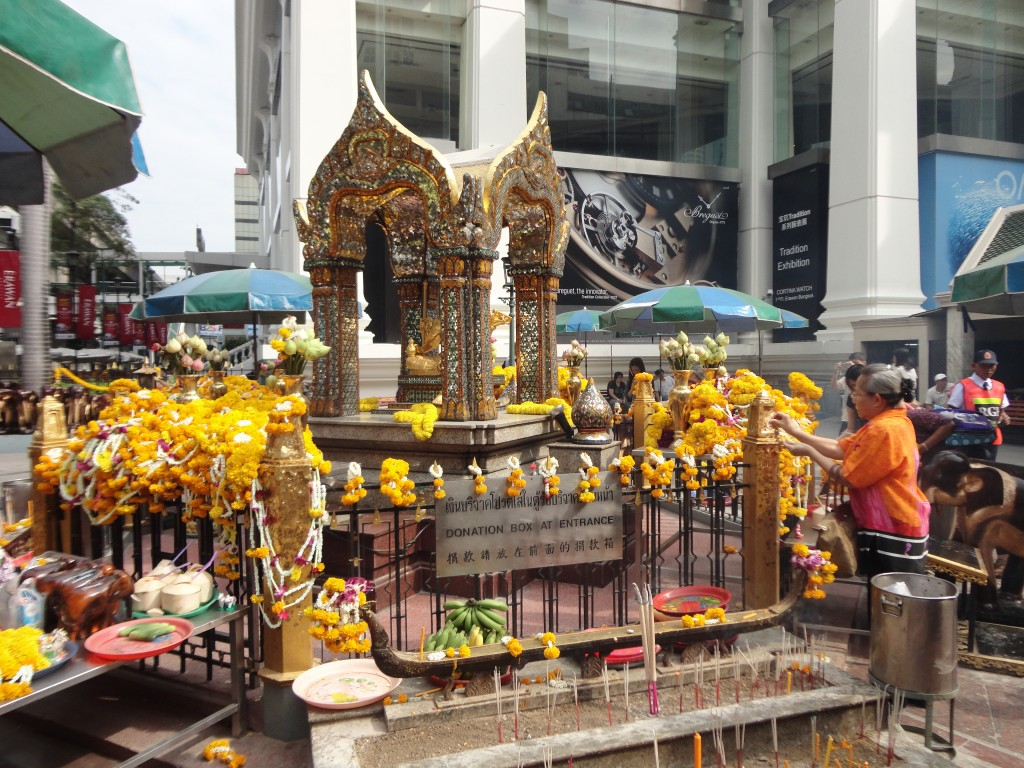 dsc02786-the-four-faced-brahma-phra-phrom-statue-at-the-erawan-shrine-bangkok