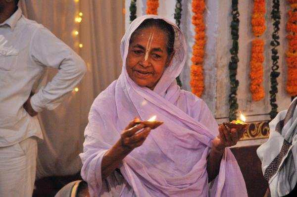 widows-of-vrindavan-diwali-4
